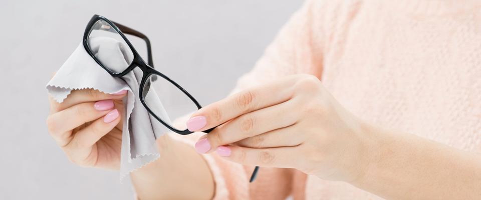 Przecieranie okularów